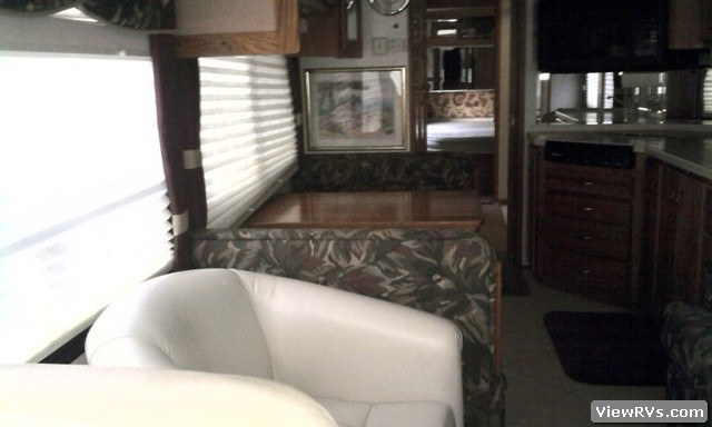 1998 Airstream Cutter 35 Single Slide Out Diesel